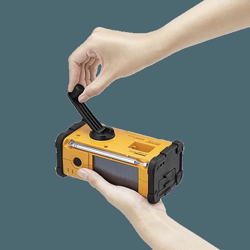 MMR-88 디지털 자가발전 라디오 자가발전 장면