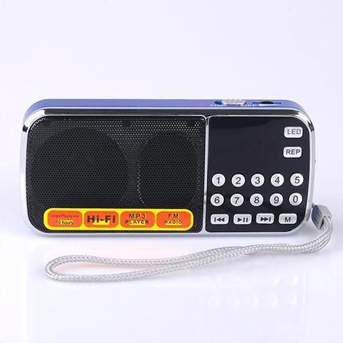 Jay Allen님이 제품의 성능에 문제가 있다고 일컬은 MFine L-938B제품, 흔히 효도라디오라고 일컬어지는 제품과 외관과 버튼이 비슷하다.