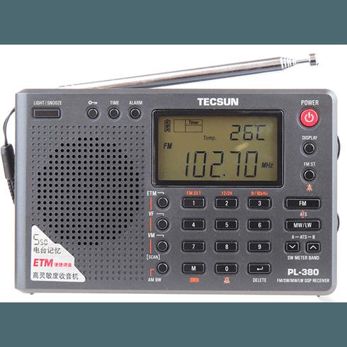 좋은 가성비로 인해 유명한 TECSUN PL-380 입니다. 몇몇 기능들이 편리한데, 영어로 된 메뉴얼 읽을 생각은 하지도 못하고 한가지 기능만 사용합니다. 단파 청취 시도는 매번 실패합니다.