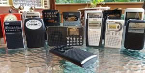 오늘날의 포켓 휴대용 라디오들의 모음 - 제니스 로얄 50(약 1960년대) 뒷열 왼쪽제품
