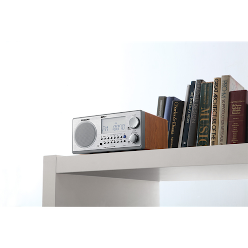 책장위의 WR-2 디지털 탁상용 라디오